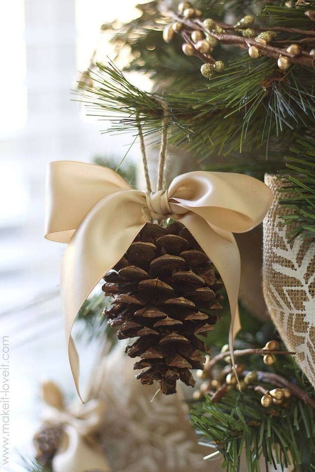 Great Christmas Tree Decoration To Impress Your Guess
