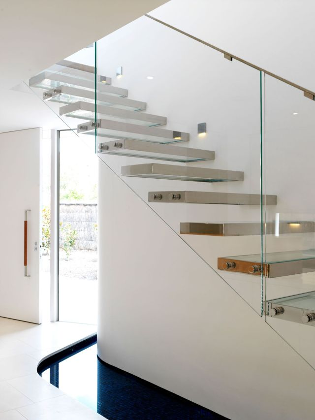 Minimalist Staircase Glass Design Ideas 1