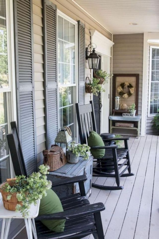 Rustic Style Front Porch Decoration Ideas 4