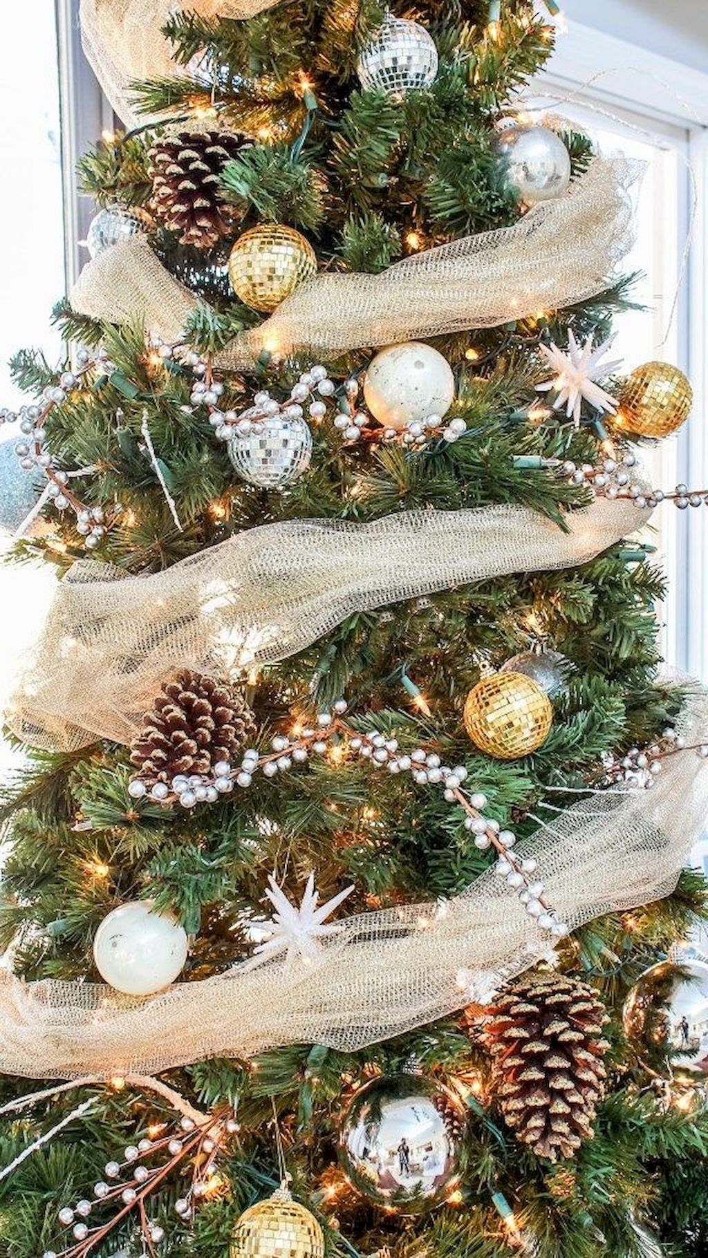 Stunning Christmas Tree Decoration To Impress Your Guess