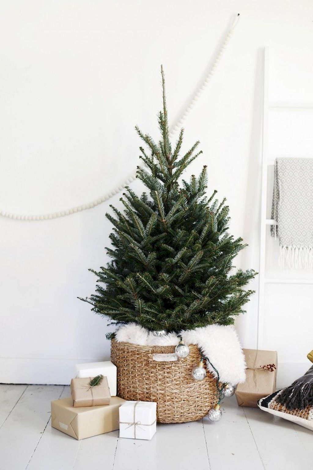Unbelievable Christmas Tree Decoration To Impress Your Guess