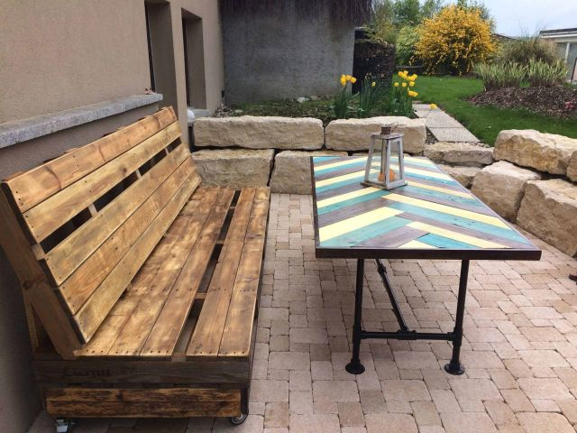 Wooden Pallets As a seat on the terrace