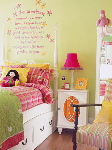 Cute Teenage Girl Bedroom Ideas | How To Make a Small Space Feel Big
