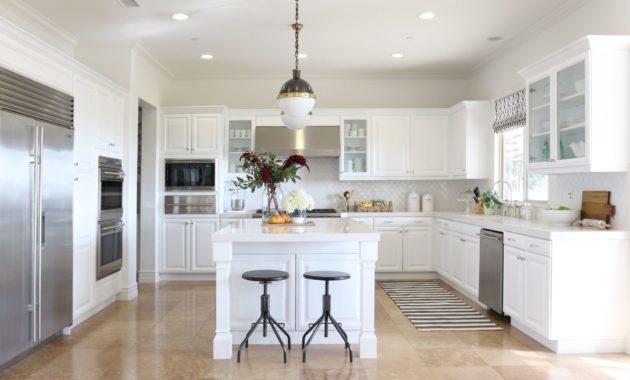 Antique White Kitchen Cabinets Wallpaper X .jpg