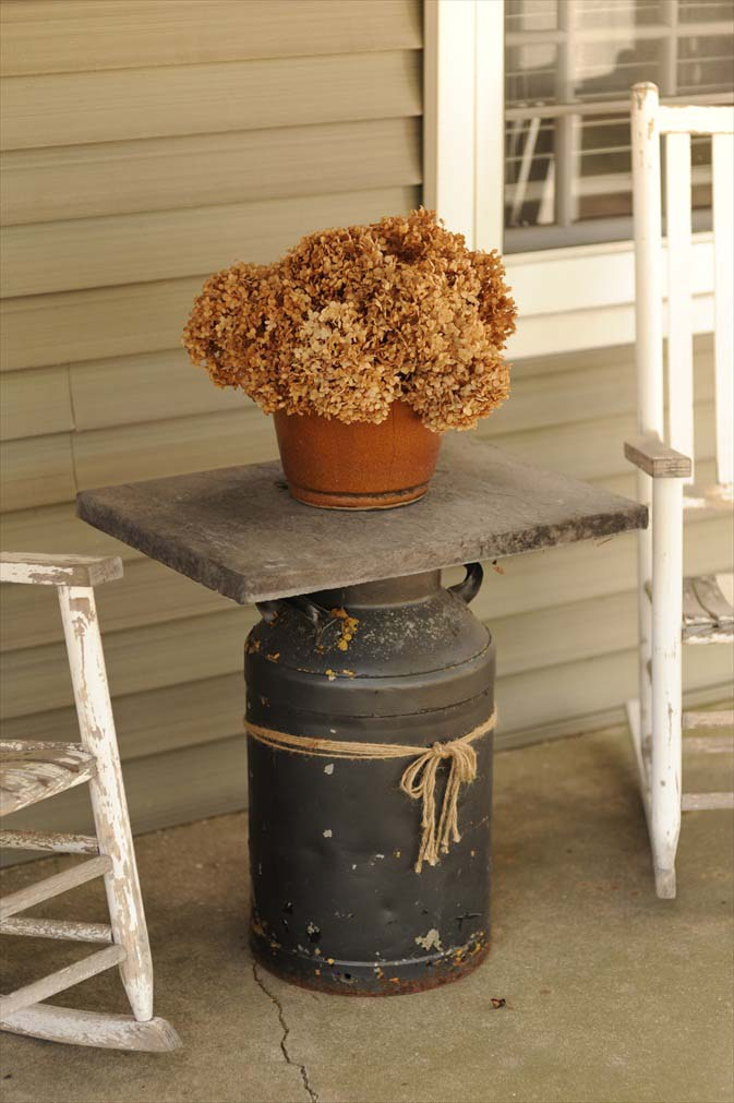 Early Spring Front Porch Farmhouse #farmhouse #rustic #porch #decor #decorhomeideas
